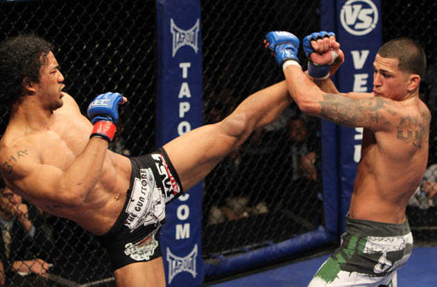 Henderson and Pettis' bout was close until the Showtime kick. (Getty)