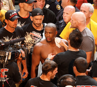 Rashad Evans with his ex-team (Getty Images)