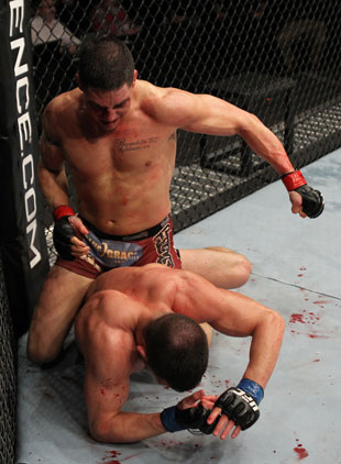 Sanchez tries to finish Ellenberger in the final minute (Getty)