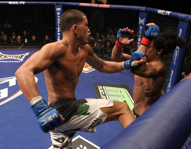 Anthony Pettis leaps off the cage to hit Benson Henderson with the 'Showtime' kick in 2010 (Getty)