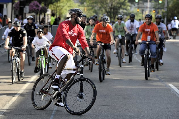 LeBron James rides a bike, hates Ohio drivers (David Liam Kyle/ Getty).