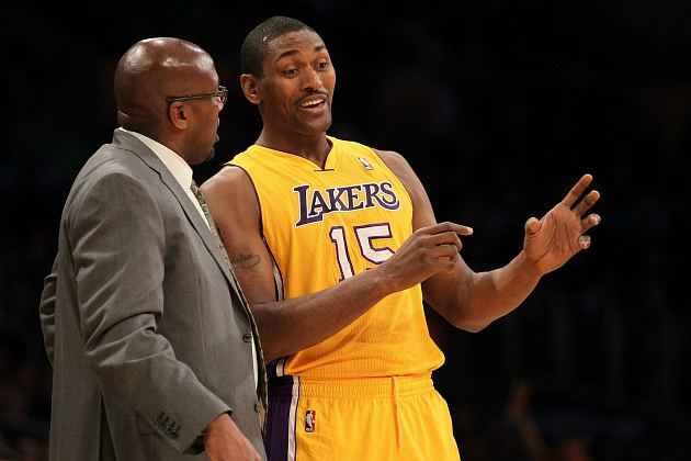 Metta World Peace tells Mike Brown how to bake an apple pie (Stephen Dunn/ Getty).