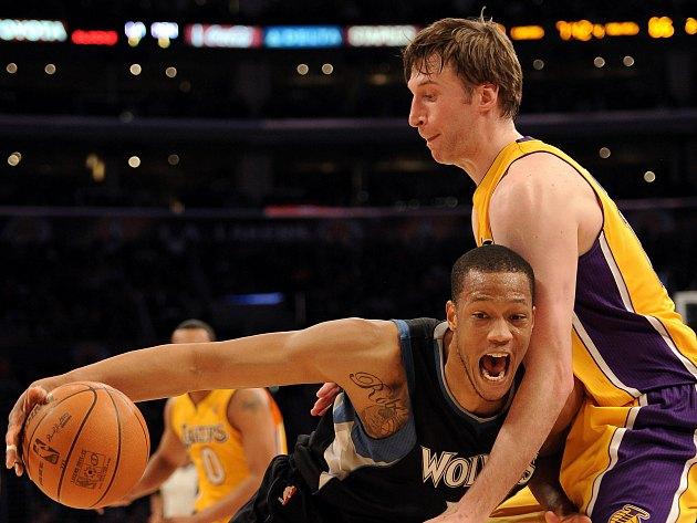 Anthony Randolph and Troy Murphy get hugging all wrong (Harry How/ Getty).