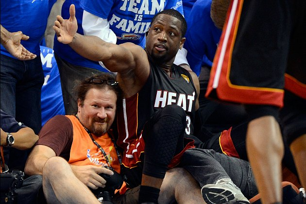 Dwyane Wade asks for a helping hand (Ronald Martinez/ Getty).