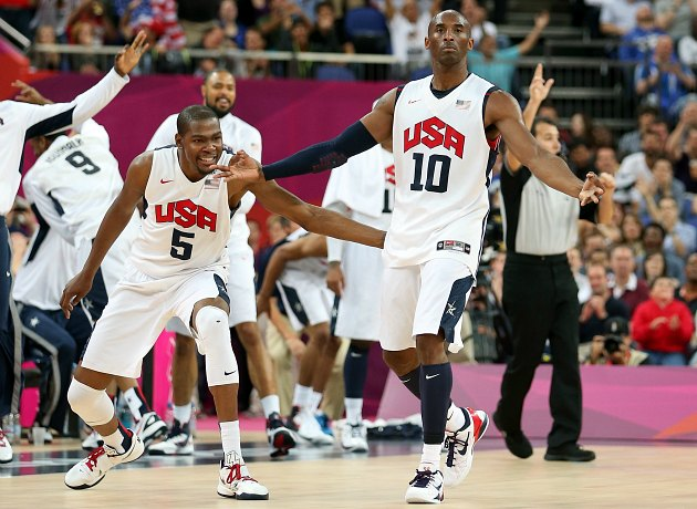 Kobe Bryant enjoys the crowd's cheers, ignores Kevin Durant (Christian Petersen/ Getty).