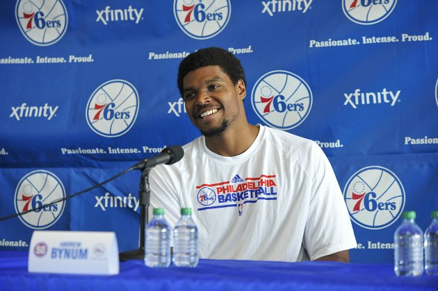 Andrew Bynum wows the Philadelphia press with acceptable jokes (David Dow/ Getty).