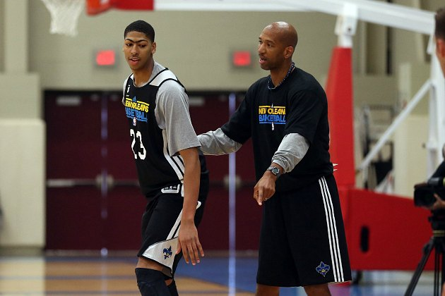 Monty Williams shows Anthony Davis how to play defense like a man (Layne Murdoch/ Getty).