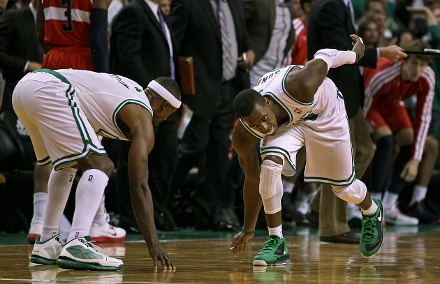 Jason Terry and Rajon Rondo get amnesia, believe they are football linemen (Boston Globe via Getty Images).