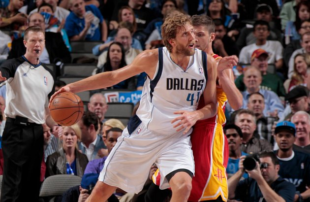 Dirk Nowitzki pretends not to notice the referee behind him (Danny Bollinger/ Getty).