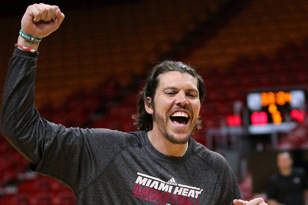 Mike Miller wears the Lauren's Kids band on his right wrist (MCT via Getty Images).