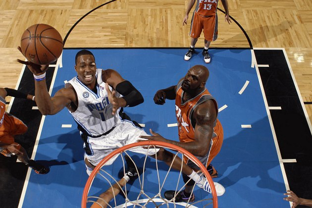 Dwight Howard shoots near an attending Shaquille O'Neal in 2009 (Fernando Medina/ Getty).