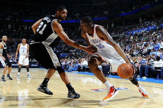 Kevin Durant kindly asks Tim Duncan if he may drive past him (Larry W. Smith/ Getty).