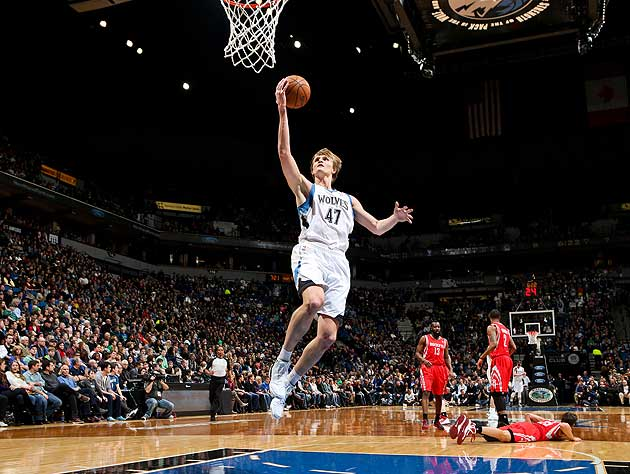 Andrei Kirilenko does something right. (David Sherman/NBA/Getty Images)