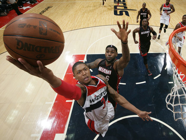 Bradley Beal somehow eludes LeBron James (Getty Images)