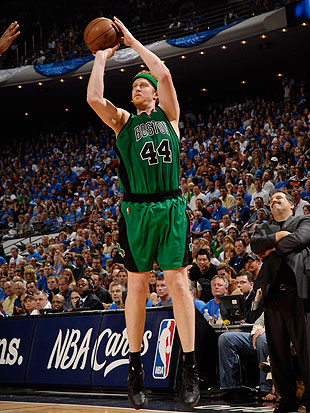 Brian Scalabrine shoots during the 2008-09 Eastern Conference Semifinals. (Fernando Medina/NBA/Getty)