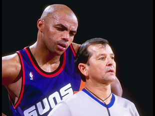 Charles Barkley really isn't sure what he's looking at. (Tim DeFrisco, AllSport)