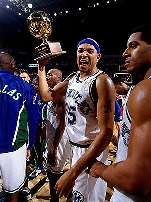 Chris Gatling celebrates the Mavericks winning the 1996 Mexico City Challenge. (Barry Gossage/NBA/Getty Images)