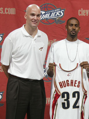 Danny Ferry and Larry Hughes (Getty Images)