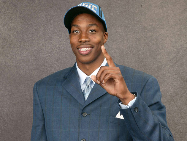 Dwight Howard poses for the cameras (Getty Images)