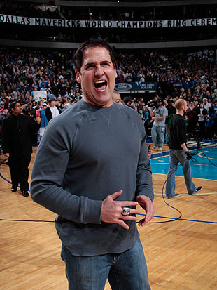 Dallas Mavericks owner Mark Cuban enjoys jokes. (Getty Images)
