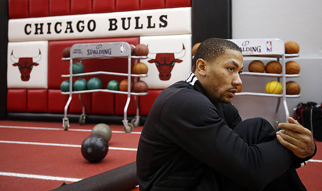 Derrick Rose stretches. (Jerry Lai-USA TODAY Sports)