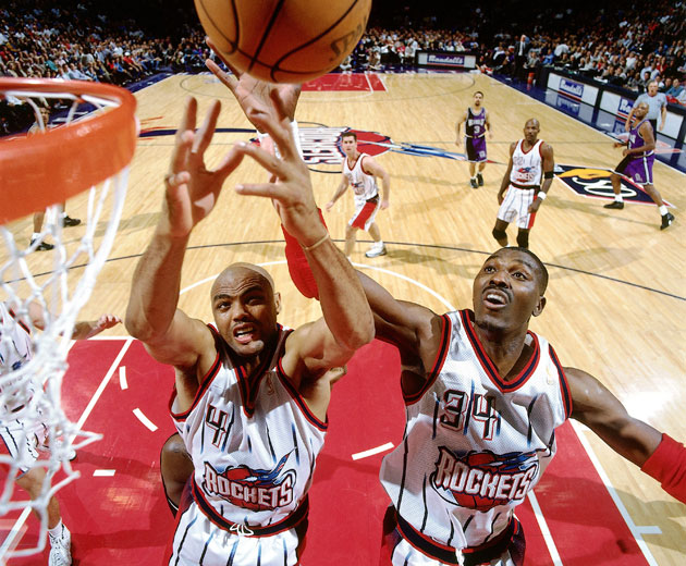 "Charles Barkley and Hakeem Olajuwon fail to yell ""SAME!"" (Getty Images)"