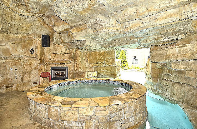 The hot tub, from within the grotto (Courtesy MouseOnHouse.com)