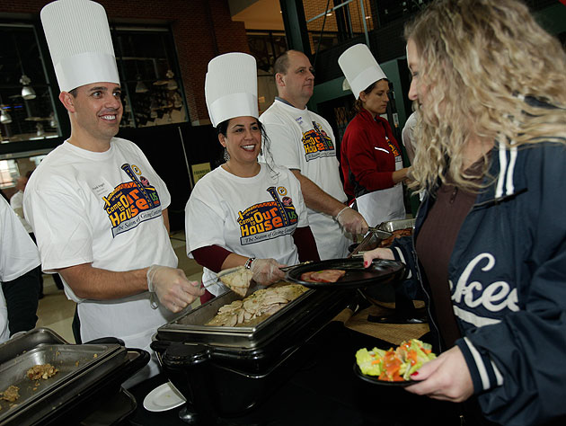 Indiana Pacers coach Frank Vogel and his wife Jen serve up tasty treats. (Getty Images)