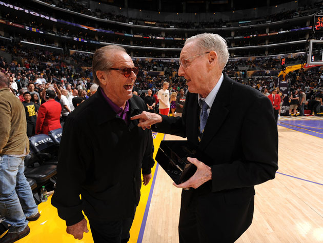 Jack Nicholson chats with Bill Sharman at a Lakers game from 2012 (Getty Images)