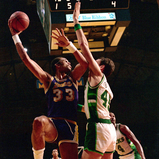 Kareem Abdul-Jabbar skyhooks over Randy Breuer, who is next in line for his statue (Getty Images)