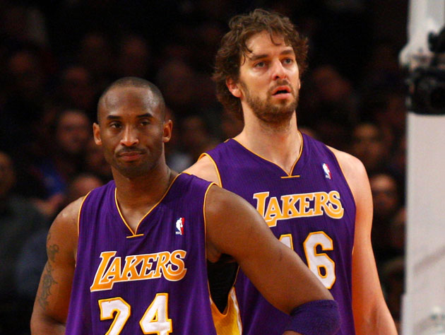 Kobe Bryant and Pau Gasol, flustered (Getty Images)