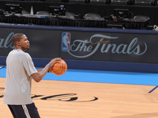Kevin Durant practices his dunks before Game 1 of the Finals (Getty Images)