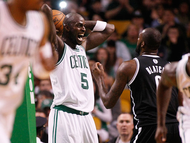 Kevin Garnett asks Andray Blatche about his new apartment (Getty Images)