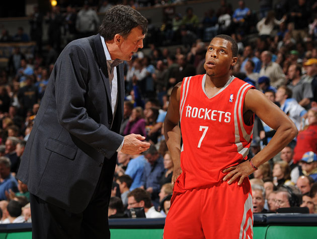 A picture tells seven words: Kevin McHale and Kyle Lowry's working relationship. (Getty Images)