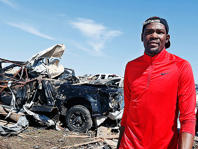 Kevin Durant walks past tornado-damaged homes in Moore, Okla. (AP/Sue Ogrocki)