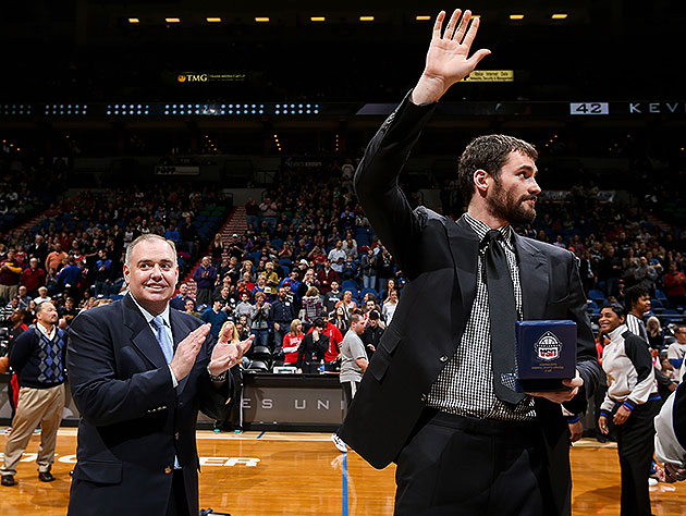 Kevin Love waves goodbye. (David Sherman/NBA/Getty Images)
