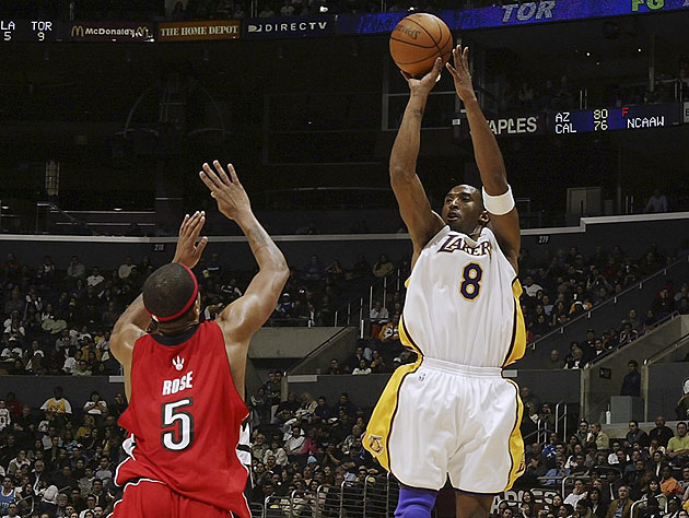 Kobe Bryant hits Jalen Rose with a little of that extra cheese. (Getty Images)