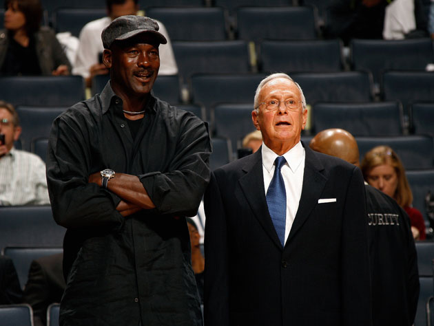 Michael Jordan talks to Larry Brown with a hidden mic under his cap (Getty Images)