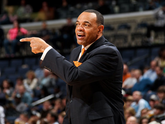Lionel Hollins points backwards (Getty Images)