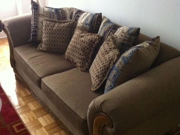 The couch that Jeremy Lin might sleep on (courtesy Twitter.com/LandryFields)