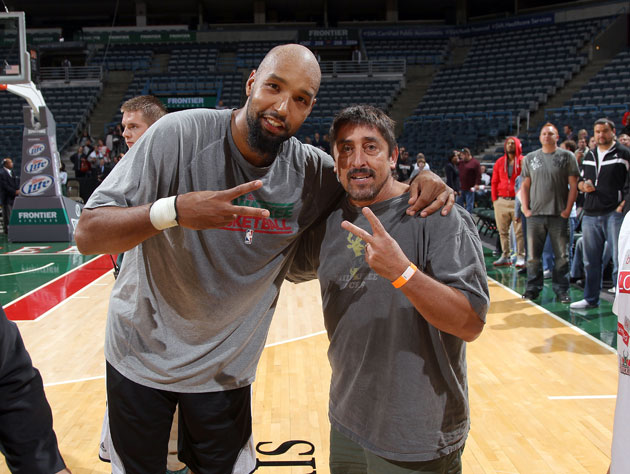 Drew Gooden and a fan shout out to Chuck Woolery (Getty Images)