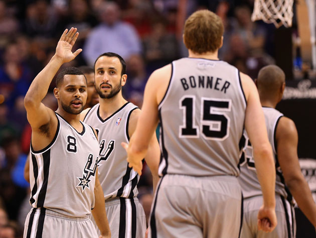 Matt Bonner improvises a low-five, to mix things up (Getty Images)