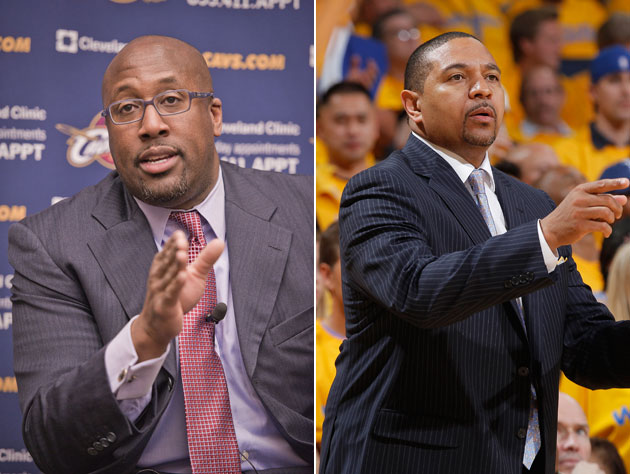 Mike Brown and Mark Jackson compare gestures (Getty Images)