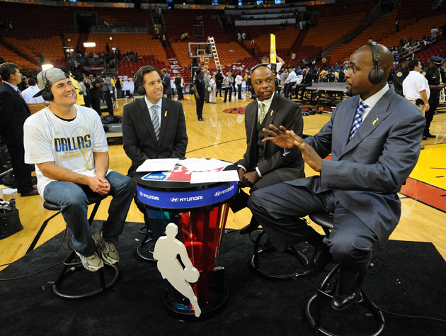 Mark Cuban seems to be just fine with Chris Webber when the Mavs are winning (Getty Images)