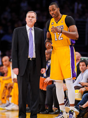 Mike D'Antoni and Dwight Howard (Getty Images)