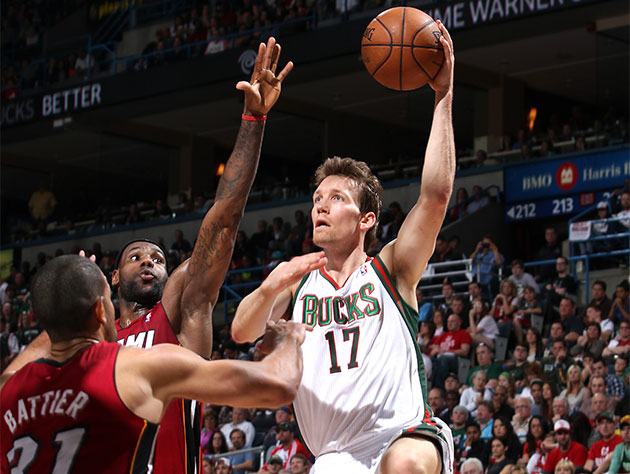Mike Dunleavy Jr. shoots a running lefty hook. In 2013. (Getty Images)