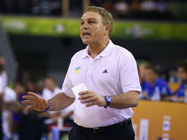 Mike Fratello coaches in a FIBA tournament that Ian Eagle has no interest in (Getty Images)