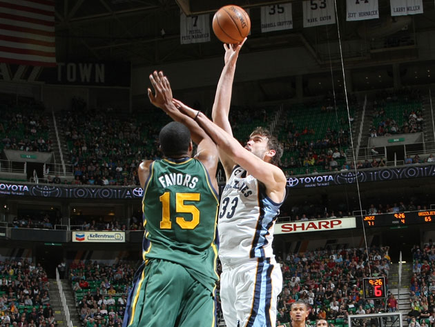 Marc Gasol and Derrick Favors, before it all went wrong (Getty Images)