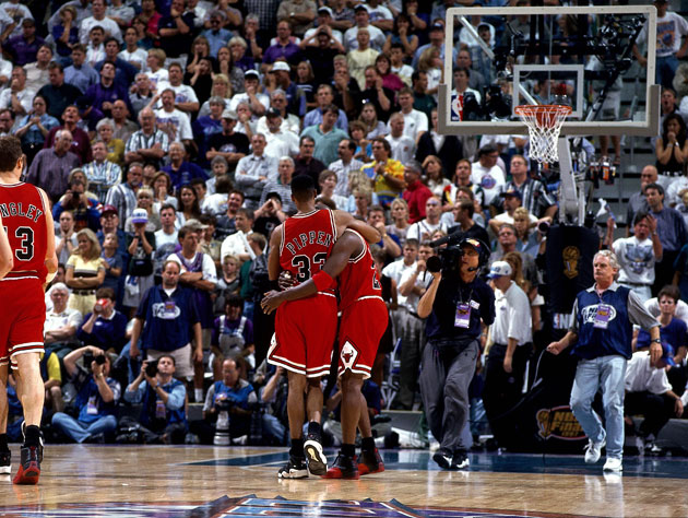 Scottie Pippen and Michael Jordan, 1997 (Getty Images)