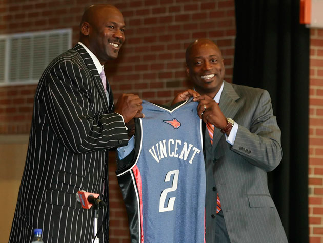 Michael Jordan hires Sam Vincent, in 2007 (Getty Images)
